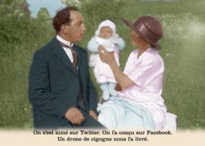 Les belles cartes postales de Bébert Plonk & Replonk – Collection «L'Univers à l'envers» – On s'est aimé sur Twitter. On l'a conçu sur Facebook. Un drone de cigogne nous l'a livré.