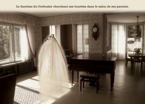 Le fantôme du Corbusier cherchant ses lunettes dans le salon de ses parents.